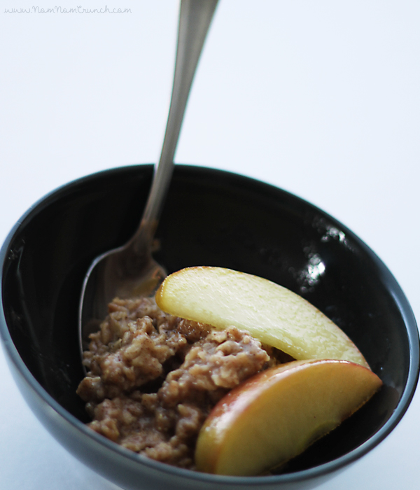 Apple Pie Oats via NomNomCrunch.com